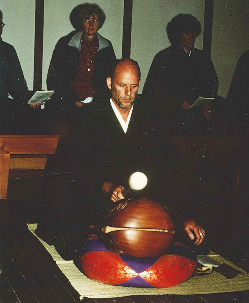 Daigan Lueck at the mokugyo.