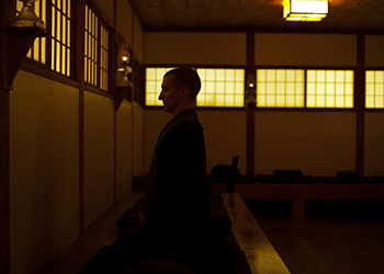 Sitter-in-Zendo-by-Hamish-John-Appleby
